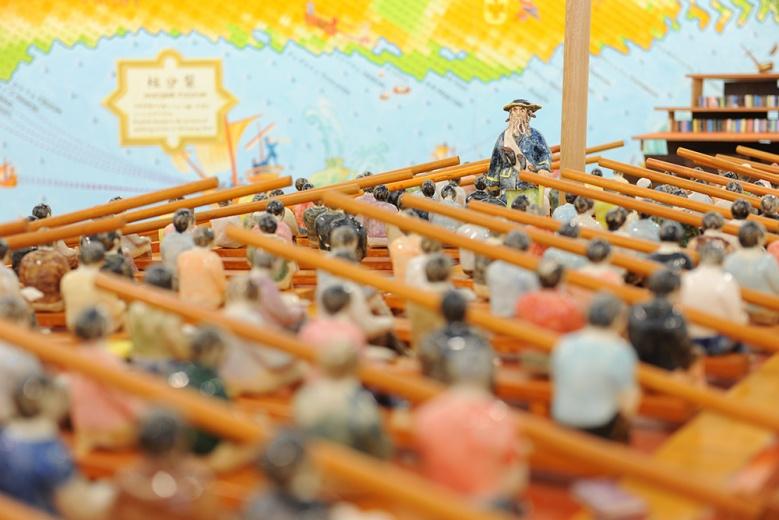 1977年出生的艺术家竹川宣彰,则是大田画廊力推的一位青年艺术家。此件《大知识时代的贾列船》想要试图表现日本社会当下所面临的情况,一艘命运共同体的船,每一个人显得特别无力,大多数情况下都依赖于命运。