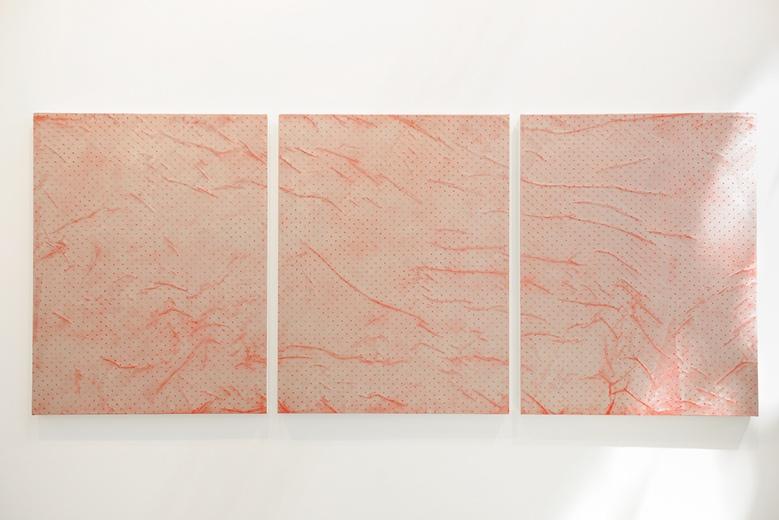 游走于抽象和照相写实主义之间,鲁道夫·斯汀格尔的作品总是让人产生一种浮雕的错觉。