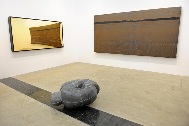 安东尼·葛姆雷的这件87年的独版作品是他早期作品的典型代表。两个蜷缩的身体紧紧相拥在一起。也是此次画廊带来的最为重要的作品之一。