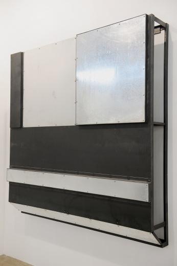 对比上一届的白立方,仅带来何翔宇个人项目的作品来说。此次,十二位国际上极具号召力的参展名单无疑也为此次白立方添足了底气。刘韡作为白立方在香港成立后代理的第一位中国艺术家,此件2013年创作的《Density No.13》也颇具看点。