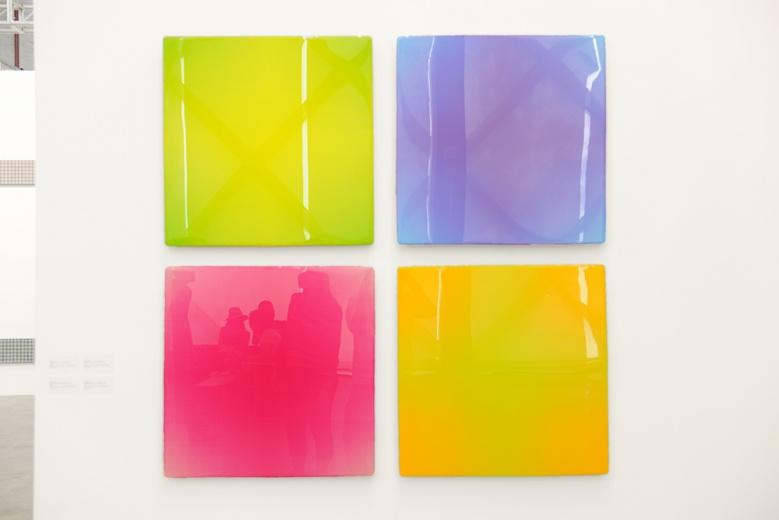 90后艺术家王一,果冻般的颜色,铝板反光的质感又一次刷新了我们对这位新秀的印象。