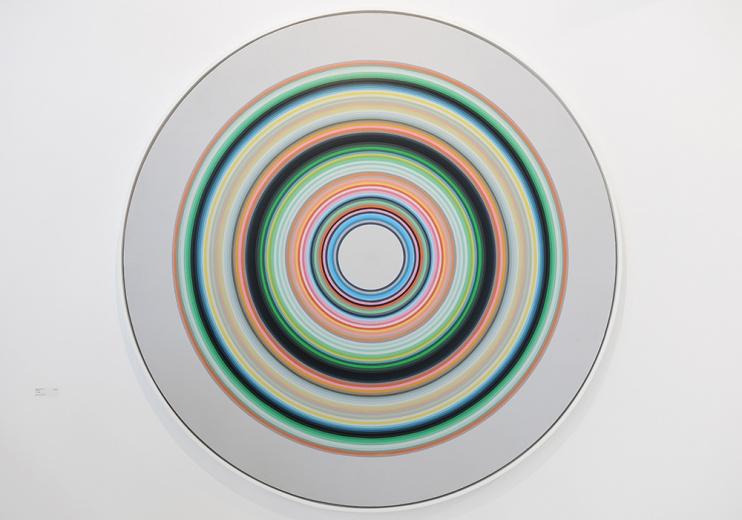 颜磊2013年创作的《彩轮 SH2》依然不出大家所料的观念绘画,备受争议总是相伴颜磊的作品左右。但是这也是一种走进艺术家创作的方式。