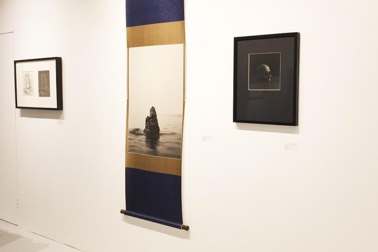 作为一个以摄影及录像为媒介的中国当代艺术家,董文胜的创作向来在两者之间自如穿梭,作品既具有基于中国传统文化元素的个人美学特征。