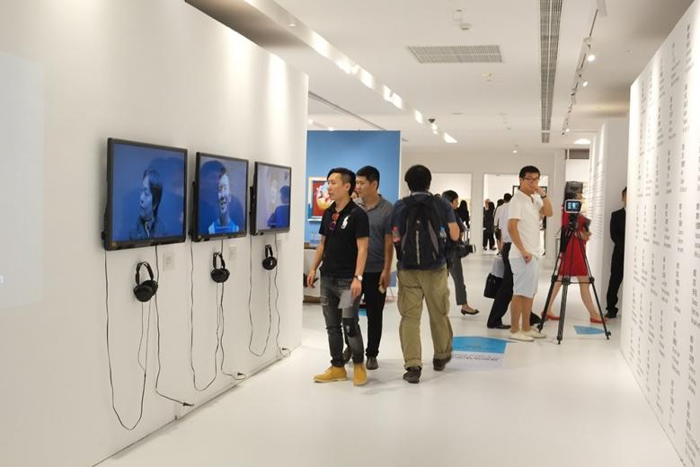 杨嘉辉  牢记《崔斯坦和弦》 3屏影像墙面文字  2013 由艺术家本人、APT北京基金及环球一号基金收藏提供