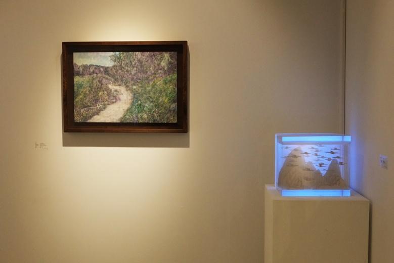 "Tong Gallery+Projects 携蔡东东、胡任乂、刘夏、陶轶、温一沛、张怀儒6位艺术家亮相""艺术都市"",媒介极为丰富,绘画、雕塑、摄影无不涉及。"