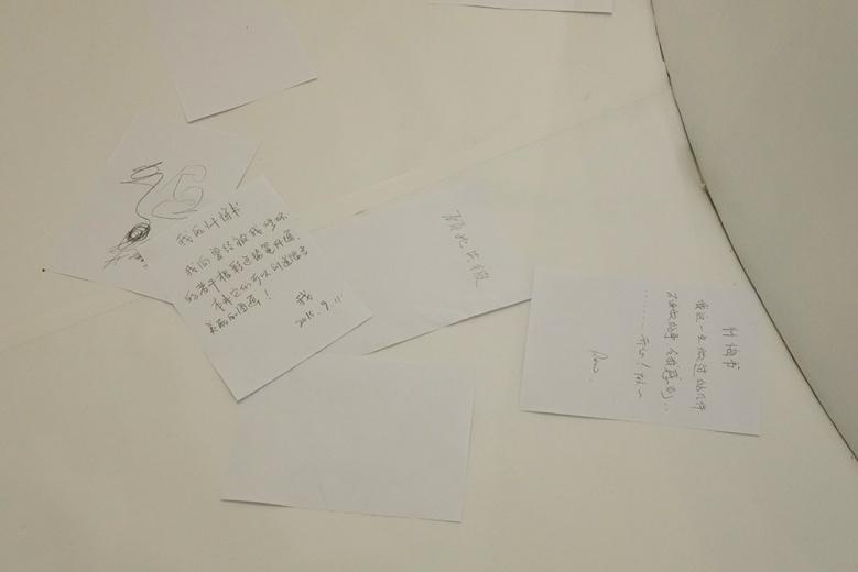艺术都市与总部位于纽约的APT Institute将呈现艺坛新秀胡任乂、谢曹闽与杨嘉辉的3个与新媒体及互动相关的项目。胡任乂《无限忏悔》项目,要求每位参与者整装、投入一元钱,再在艺术家安放了忏悔台,观众会被要求爬上忏悔台书写和忏悔相关的字条,随即抛至地板上。