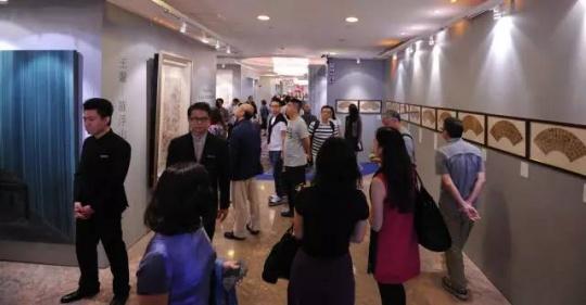 中国嘉德香港2015秋拍现场 布局更为密集 展品丰富