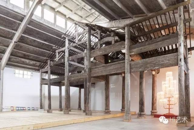 艾未未 《汪家祠》 21×16.8×9.42m 超过1300个明末各种木材的建筑元素,包含原始木雕和彩色增补材料 2015