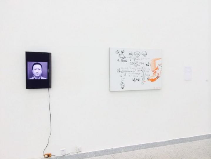 """谢南星专门为此次展览创作的作品《某人肖像》,由一张80×110cm的布面油画及""""某人""""的录像构成"""
