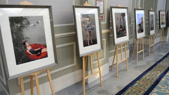 当日活动现场展示了5位艺术家的艺术版权许可作品