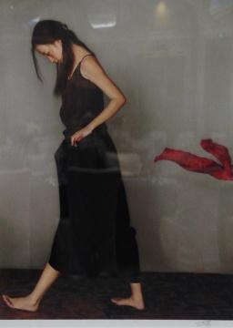 李贵君 《飘动的红丝巾》 版画