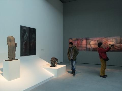 展览通过对历史中各种造型的并置,提示了这些形象的来源