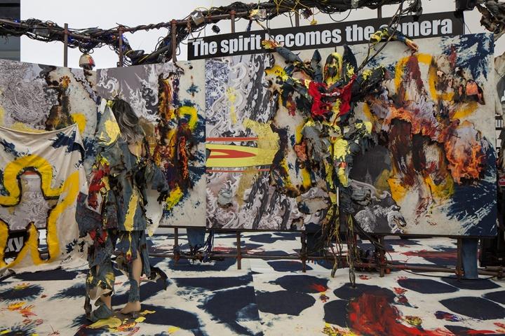 """寇拉克里·阿让诺度才 """"2558"""" 展览现场 摄影 Eric Powell图片由尤伦斯当代艺术中心提供"""