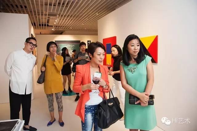 2015年,柴成炜作为上海艺术都市执行总监,为现场嘉宾介绍活动信息