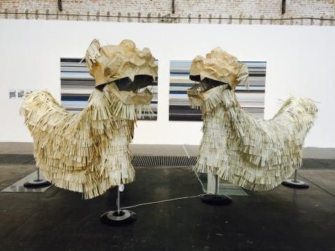 周文斗创作于2013年的装置《我的舞动你不懂》