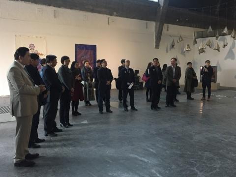出席展览开幕式的中韩政府及艺术机构代表