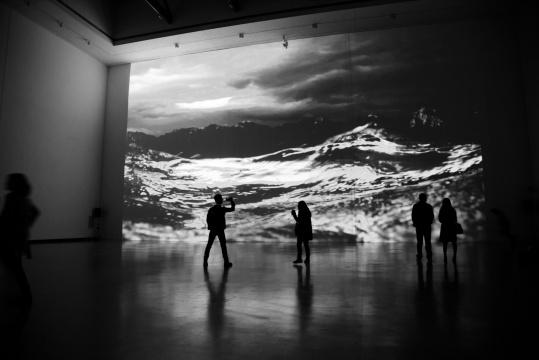 汤南南 《铸浪为山》 4分30秒 录像 2015