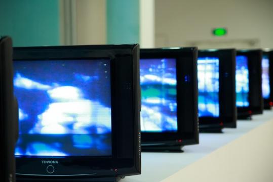 张培力 《焦距》 8频录像装置 15分钟 1996
