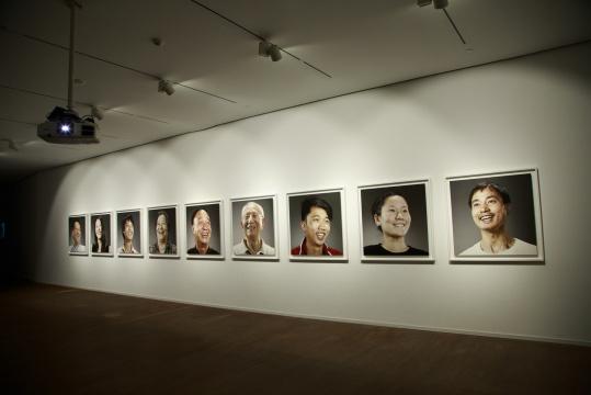 杨振中 《临时演员》100×100cm 系列摄影 2010