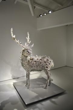 矗立于三层展厅的《PixCell-Deer》系列