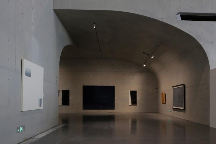 """展览第二部分聚焦在""""物派"""",这些艺术家的作品与西方的碰撞和对话是有力的"""