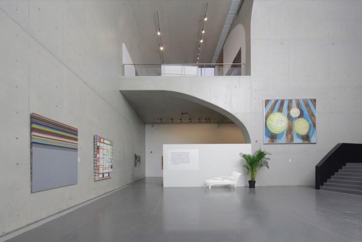 第三部分展示了从现代派绘画到当今的具象绘画