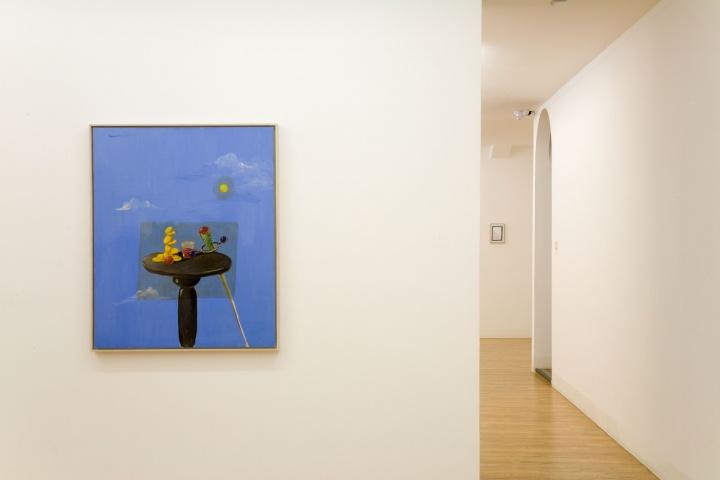 木木美术馆馆藏展2015,此为George Condo1988年创作的版面油画作品《Still Life with Decal》