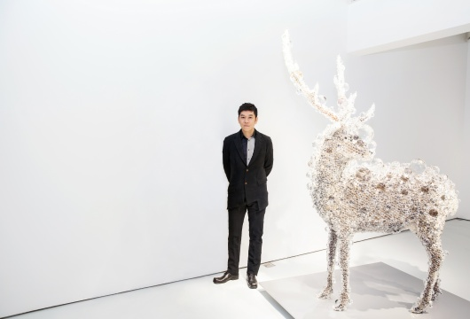 艺术家名和晃平于其《PixCell-Deer》