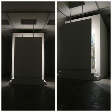 整个展厅偏后的位置,就是这粒尘埃选择落地的位置