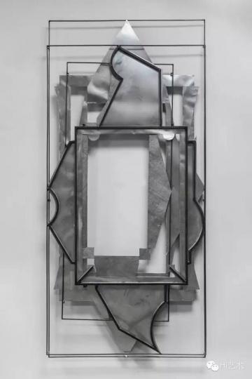 刘韡 《受难》 300 x 140 x 12 cm 铁、钢 2015