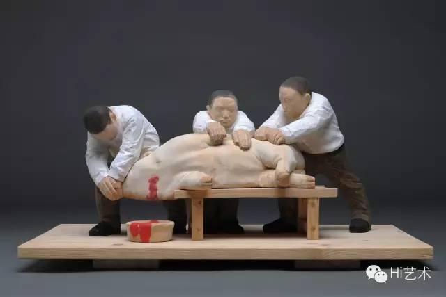 任俊华 《杀猪》60×40×28cm 椴木 2015