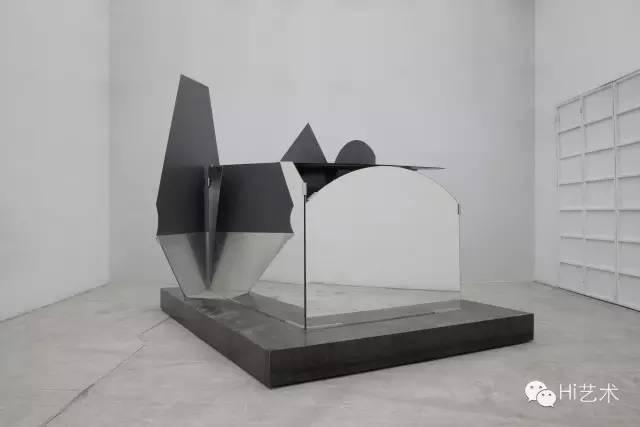刘韡《迷局 ε》301 x 355 x 348cm 玻璃、铝合金 2014(图片提供:刘韡工作室和长征空间提供)