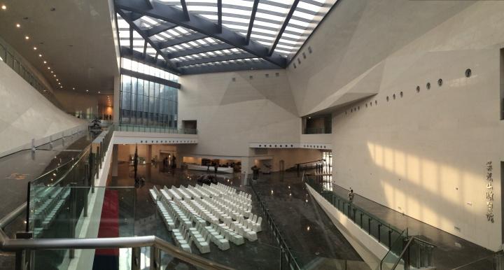 太原美术馆室内空间极为宽敞且结构丰富