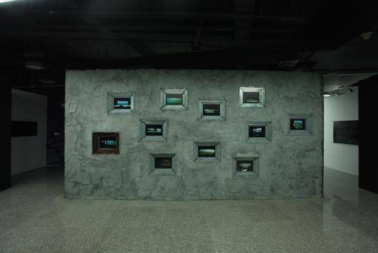 沈晓闽《碉堡》胶片摄影,灯箱装置, 行为 尺寸可变 2009 至今