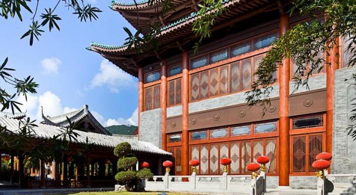 中式建筑的三亚亚龙湾华宇度假酒店,至今已十岁了