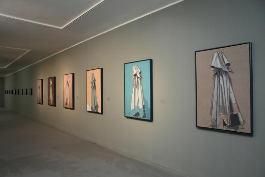 李昌龙 《伞先生》系列作品 125cm×80cm布面油画2015