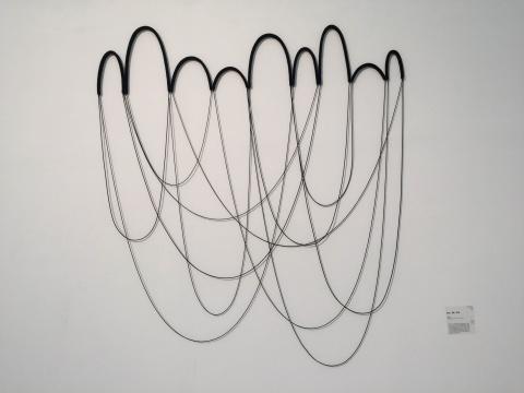 任倢 《轨迹、倒影、孤独》 180×200×2cm  装置、综合材料 2014