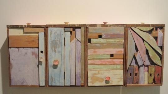 王礼军 《把桌子装进它的抽屉里》 120×50×12cm 木家具、粉笔 2015 推荐人:吴洪亮