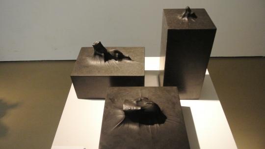 彭显峰 《龟宝系列》 20×15×20cm 31×11×11cm 25×25×20cm 大理石 2013 推荐人:玛利亚·克鲁斯·阿伦索·安东林