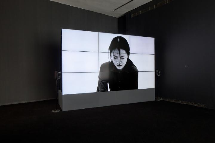 《多余的》 截图 19分50秒 单通道高清录像、彩色 展览现场 2015