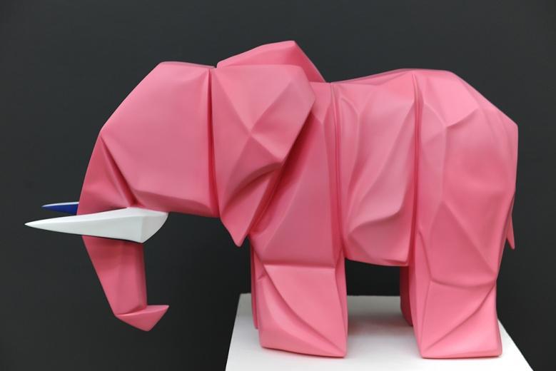 """索卡当代艺术中心展出群展""""80后的现实主义"""",郭剑从折纸出发寻找到的构建秩序,延续至绘画和雕塑之中"""