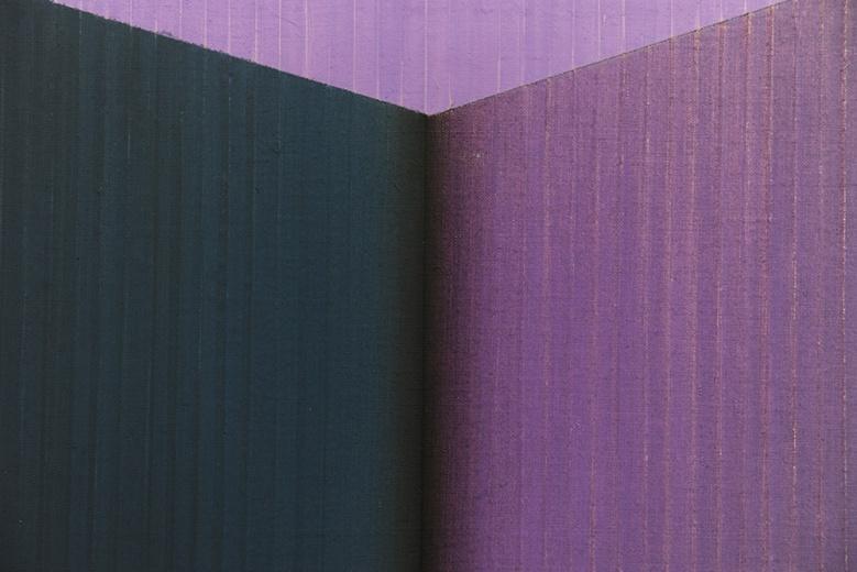 鞠方《地平线·三色书》以色块作为基本的结构,规整的笔触形成潜在的线条