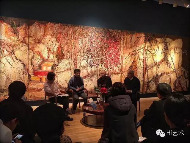 """Hi艺术中心举办的""""传统的激活,中国当代艺术的另一种可能""""论坛现场。左起:《Hi艺术》执行主编罗颖、艺术家及作家许宏泉、艺术家尹朝阳及徐累"""