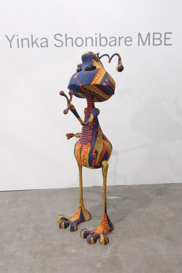 艺术门带来的公共项目 因卡·修尼巴尔MBE《外星小孩》 钢质衔铁、中密度纤维板、发泡胶胶水、铝材、填塞物及蜡染织品