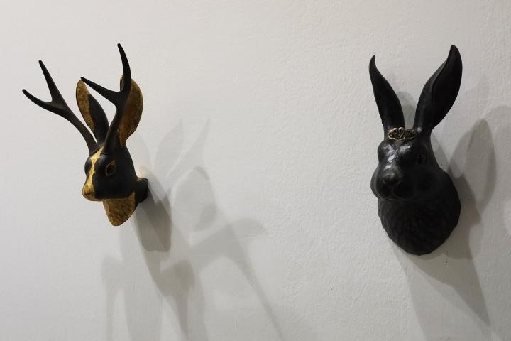 大森晓生 《Princess Rabbit》(右) 28×13.5×12.5cm 以5200美金售出