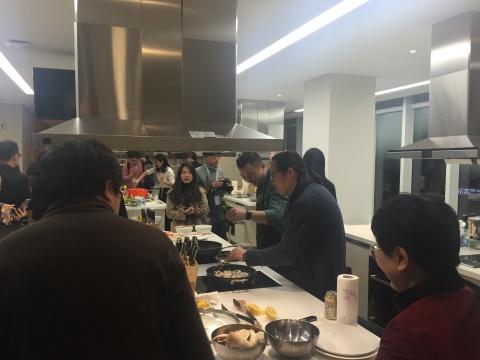 展厅二楼,由艺术家现场烹饪,是为方太生活家北京体验馆量身打造的一个环节