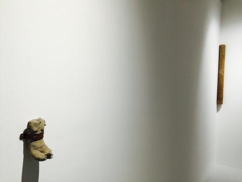 于吉2011年及2013年作品《无题》、《石头-小身体》
