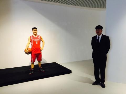 杨振中2011年作品《合个影》