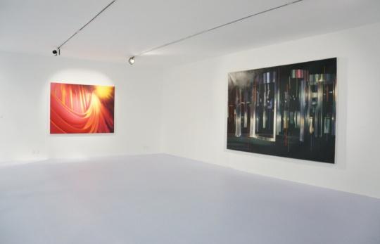 《红幕》 布面油画 200×150cm 2015;《入口》 布面油画 300×200cm 2015
