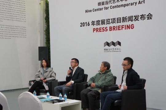 夏季风(左二)、艺术家梁绍基(左三)、艺术家刘国强(右一)